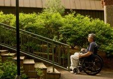 Mens in rolstoel Royalty-vrije Stock Afbeeldingen