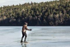 Mens schaatsen het over lange afstand, Stockholm Zweden stock fotografie