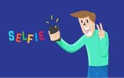 Mens Selfie zelf met mobiel en glimlach op marineblauwe achtergrond Royalty-vrije Stock Foto's