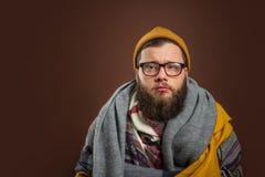 Mens in sjaals wordt verpakt die Royalty-vrije Stock Fotografie