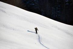 Mens in sneeuwschoen royalty-vrije stock afbeeldingen