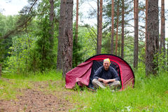 Mens in tent Royalty-vrije Stock Foto