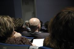 Mens tijdens conferentie Stock Foto's