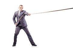 Mens in touwtrekwedstrijdconcept Stock Afbeelding