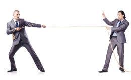 Mens in touwtrekwedstrijdconcept Stock Fotografie
