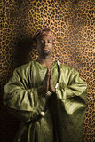 Mens in traditionele Afrikaanse kleding. royalty-vrije stock afbeeldingen