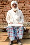 Mens in Traditionele kledij in Indisch Dorp stock fotografie