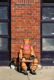 Mens van bloempotten die wordt gemaakt Stock Fotografie