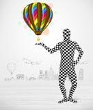 Mens in volledige de holdingsballon van het lichaamskostuum Stock Foto