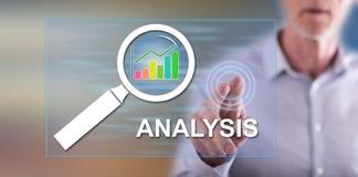 Mens wat betreft analyseconcept royalty-vrije stock afbeelding