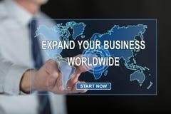 Mens wat betreft een bedrijfsontwikkelingsconcept wereldwijd op het aanrakingsscherm royalty-vrije stock afbeelding