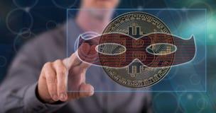 Mens wat betreft een bitcoin het binnendringen in een beveiligd computersysteem concept stock fotografie