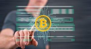 Mens wat betreft een concept van de bitcoinmunt royalty-vrije stock afbeelding