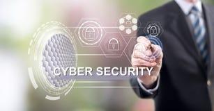 Mens wat betreft een concept van de cyberveiligheid stock fotografie