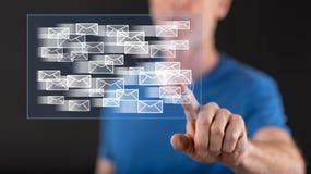 Mens wat betreft een e-mailconcept op het aanrakingsscherm Royalty-vrije Stock Afbeeldingen