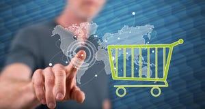 Mens wat betreft een globaal e-commerceconcept royalty-vrije stock foto