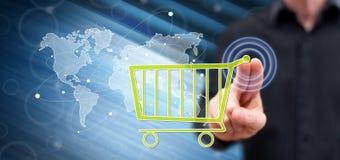 Mens wat betreft een globaal e-commerceconcept stock foto's