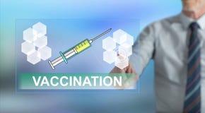 Mens wat betreft een inentingsconcept stock afbeelding