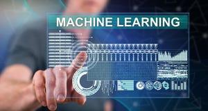 Mens wat betreft een machine het leren concept royalty-vrije stock afbeelding