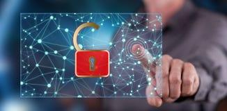 Mens wat betreft een netwerkbeveiligingconcept stock afbeeldingen