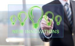 Mens wat betreft een nieuw innovatiesconcept royalty-vrije stock foto