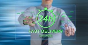 Mens wat betreft een snel leveringsconcept stock foto