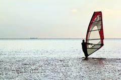 Mens windsurfer Royalty-vrije Stock Foto