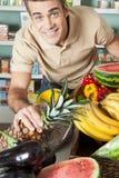 Mens winkelen groenten royalty-vrije stock foto