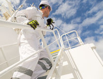 Mens in witte workwear met VHF royalty-vrije stock foto