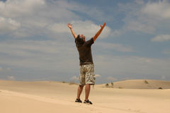 Mens in woestijn Royalty-vrije Stock Foto