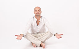 Mens in yogapositie. Stock Fotografie
