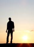 Mens in zonsondergang royalty-vrije stock fotografie
