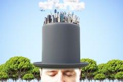 Mens in zwarte cilinder met 3D megapolisstad op de bovenkant bij blauw Royalty-vrije Stock Afbeelding