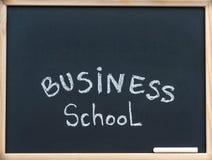 Mensagem da escola de negócios escrita com giz branco no quadro-negro do quadro de madeira, espaço disponível da cópia acima Fotografia de Stock Royalty Free