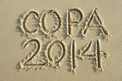 Mensagem 2014 da escrita da areia do futebol de Copa Fotografia de Stock Royalty Free