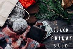 Mensagem de texto grande preta do disconto da oferta especial da venda de sexta-feira no mar Imagens de Stock