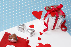 Mensagem do amor do dia de Valentim, inacabado, com caixa de presente Imagem de Stock