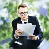 A mensagem do correio envolve comunica o conceito do negócio de Exvelop Imagens de Stock Royalty Free