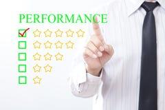 Mensagem do desempenho do conceito do clique do homem de negócios, estrela cinco dourada fotos de stock royalty free