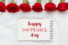 Mensagem do dia da mulher feliz decorada com flores cor-de-rosa Fotos de Stock Royalty Free