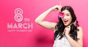 Mensagem do dia das mulheres com a jovem mulher com garbela Fotos de Stock Royalty Free