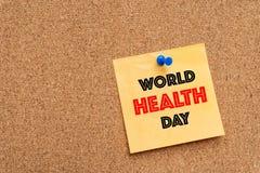 Mensagem do dia de saúde de mundo na almofada de nota amarela Imagens de Stock Royalty Free