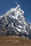 Mensagem do silêncio da montanha, Himalayas, Nepal Fotografia de Stock Royalty Free