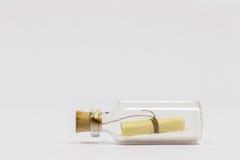Mensagem em uma flutuação do frasco Fotografia de Stock