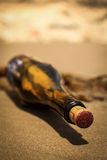 Mensagem em uma garrafa imagens de stock royalty free