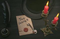 Mensagem extremamente secreto e chave a desembaraçar O indício foto de stock royalty free
