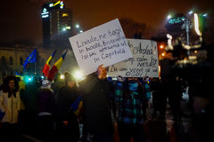 Mensagens engraçadas dos protestadores em Bucareste, Romênia Imagens de Stock