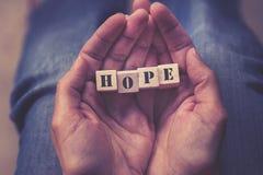 Mensaje de la esperanza formado con los bloques de madera Imágenes de archivo libres de regalías