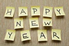Mensaje de la Feliz Año Nuevo en etiqueta engomada Fotografía de archivo