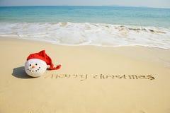 Mensaje de la Feliz Año Nuevo en la arena Imagen de archivo libre de regalías